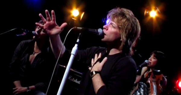"""Bon Jovi sings an epic version of """"Hallelujah"""" leaving millions of people floored"""