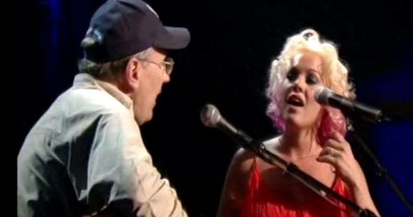Pink invites her Vietnam veteran father on stage, bring house down with emotional duet