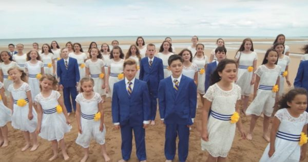 Boys & Girls Gather on The Beach for Emotional Tribute Performance That's Touching Hearts Worldwide