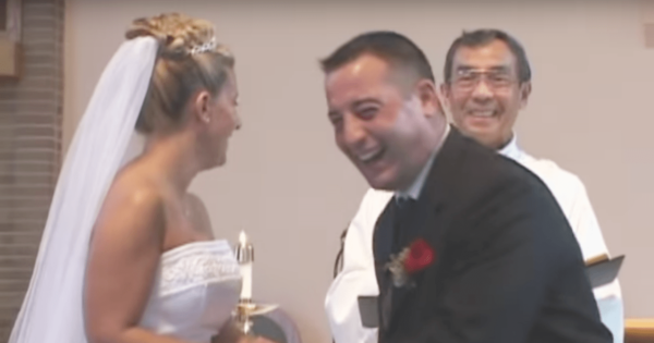 Best Man Suffers Embarrassing Moment During Wedding Ceremony, Leaves Whole Church In Hysterics