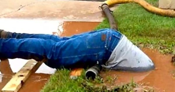 Woman Hires Plumber to Fix Broken Water Pipe – Looks Out The Window and Takes Photo That's Going Viral