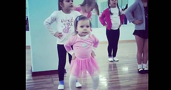 Little Girls Follow Teacher's Moves, But It's The Tiny One in Front That Has Internet in Laughter