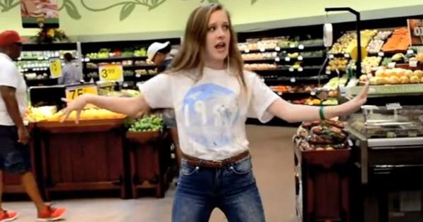 She Walks into Crowded Grocery Store, Stuns Everyone When She Busts a Move Like Nobody's Watching