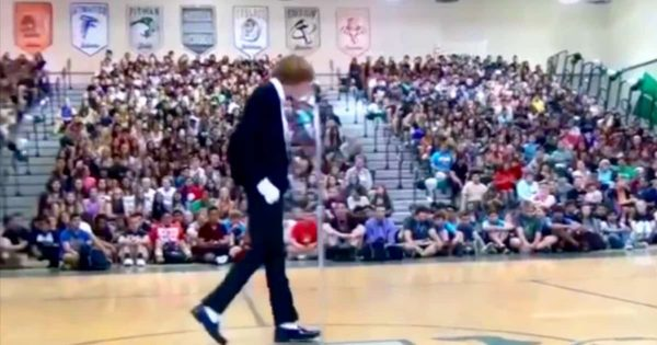Nervous Teen Enters The Stage for Talent Show – Within Seconds, The Whole Crowd Goes Wild