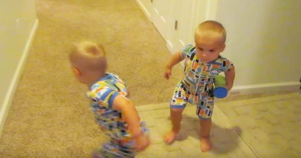 Mom Told Her Twins to Go to Bed – Their Reaction Caught Even Her By Surprise