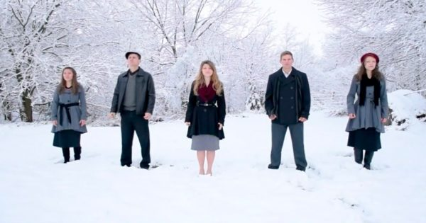 5 Siblings Stand in The Snow – Their Magical Rendition Of Christmas Classic Is Now Going Viral