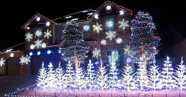 Family Synchronizes Epic Christmas Lights to Classic Hit Song and It's Winning The Internet