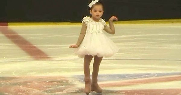 Tiny Girl is Ready to Skate in Front of Big Audience – Who Joins Her is Brightening Up The Internet