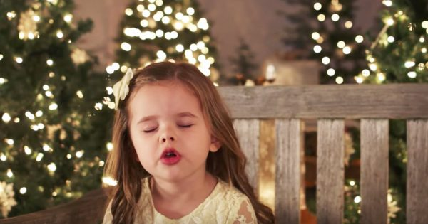 Cute Tiny Girl Closes Her Eyes To Sing Favorite Christmas Hymn – Warms Everyone's Hearts Within 1st Note