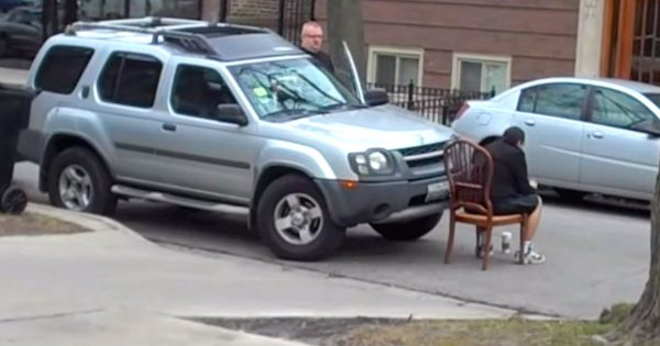 Rude driver double-parks car in front of church, then smart neighbor teaches him a lesson