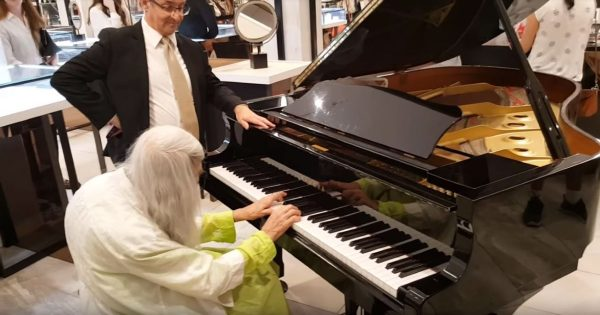 Musician Plays Piano In Department Store, Sees Familiar Woman Walk In and Immediately Jumps To His Feet