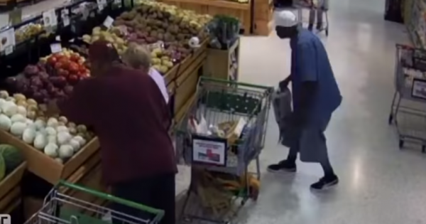 Man sneaks on unsuspecting woman as shoppers stand by – grocery store surveillance captures his scary plan