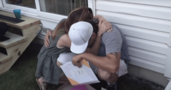 Girl gives mom's boyfriend mysterious box on her graduation day – He opens it and crumples to the floor crying