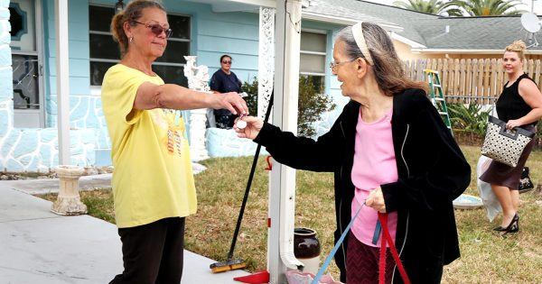 89-year-old gets evicted without warning, then neighbor slips paper in hand before she leaves