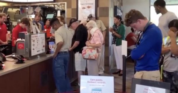 Chick-fil-A employee with cancer is having surgery – Manager's request to stuff and customers has millions in tears