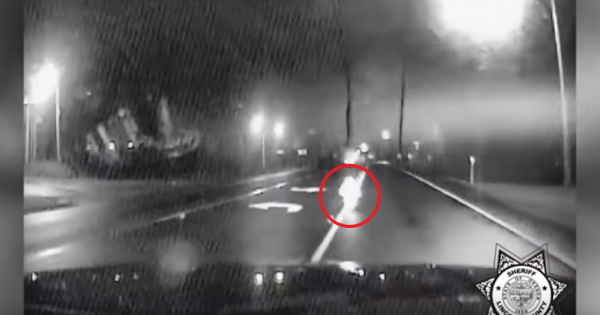 Cop is shocked when he spots tiny figure in middle of highway – Then he realizes the horrifying story behind