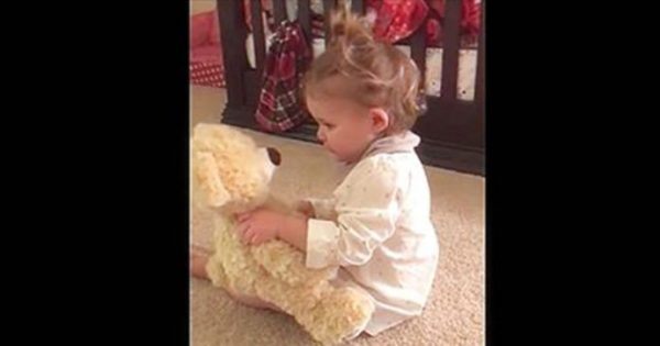 Baby girl gets teddy bear from deployed daddy – Now watch what happens when she squeezes its hand