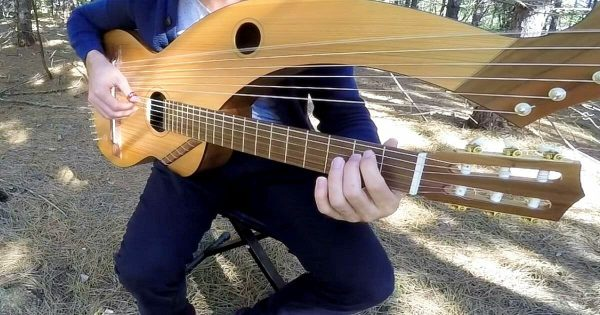 """Man plays haunting cover of """"Sound of Silence"""" on 18-string guitar only to leave internet breathless"""