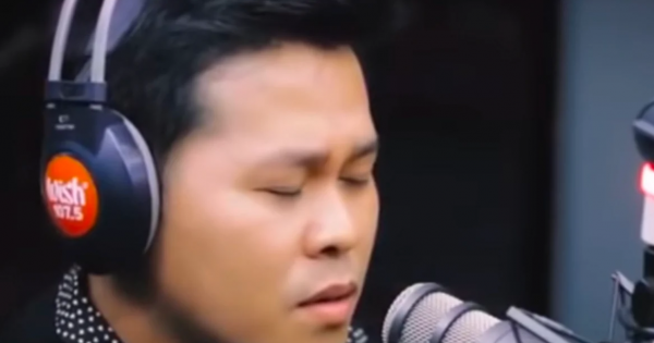 He starts singing 'The Prayer' – but 90 seconds into song, his voice suddenly changes, and it's going viral