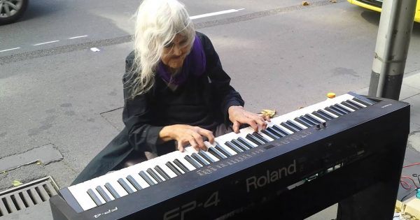80 yr old sits down at public piano – passersby freeze in their tracks only seconds into performance