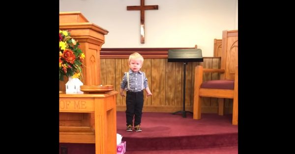 "Pastor's son stands up in church before service starts, delivers first ""sermon"" that has everyone in stitches"