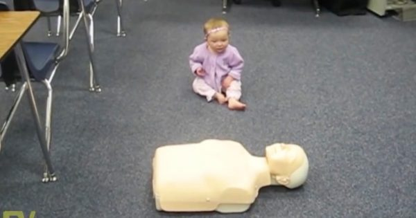 Mom brings baby girl to CPR class only to be stunned when she performs the life-saving techinque like a pro