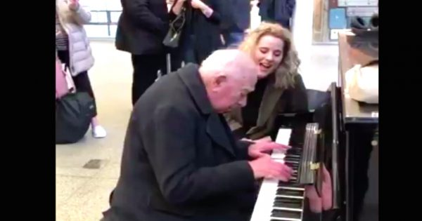 91-year-old sits down to play piano at train station – gets surprise of his life when famous singer joins him
