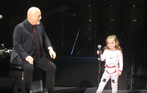 Billy Joel's 3-year-old daughter makes a surprise appearance on stage – steals immediately her dad's show