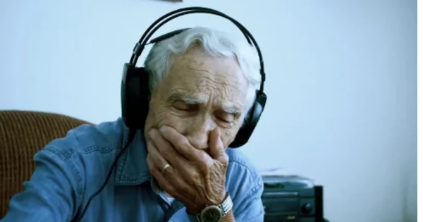 Widower submits a song about his wife of 73 years to a contest – quickly tops music charts