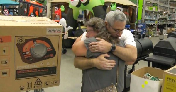 Just before hurricane hits, stranger gives his generator to desperate woman whose dad is living on oxygen