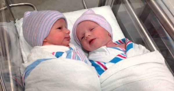 Newborn twins start having conversation just one hour after being born