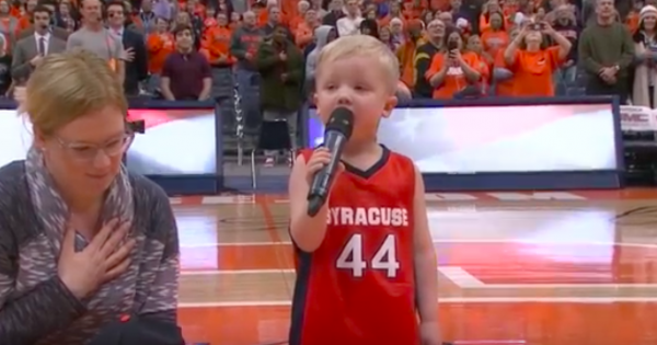 Brave 3-year-old boy grabs mic and belts out national anthem, has thousands of people standing in honor