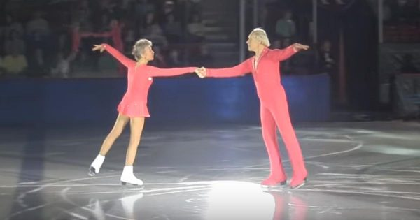 Elderly former figure skating couple still wows crowd with insane skills