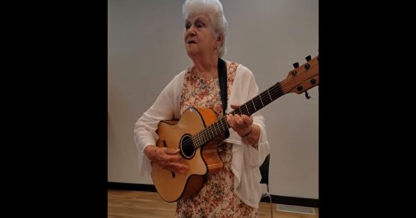 """90-year-old grandma dedicates a hilarious version of Patsy Cline's """"I Fall To Pieces"""" to senior citizens"""
