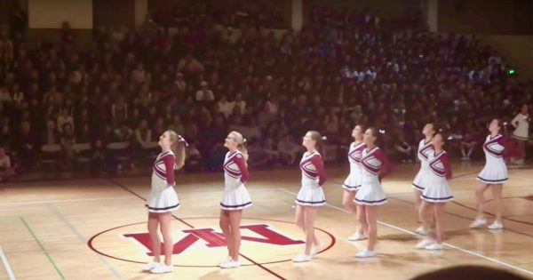 Cheerleader's 'optical illusion' dance routine will go down in their school's history