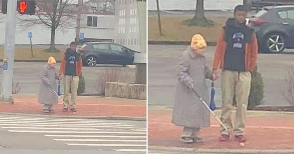 Teen helps blind woman cross the street in viral photo: 'I was just trying to help'