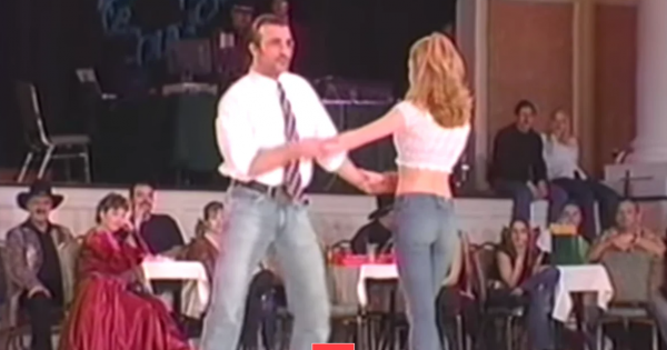 Couple perform perfect Honky Tonk dance that has the crowd roariing