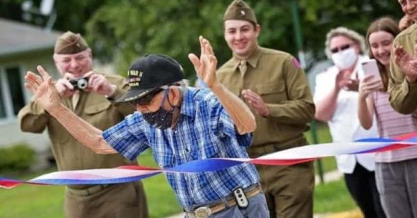 Incredible 100-Year-Old WWII Vet Walks His 100th mile To Raise $100,000 For Salvation Army